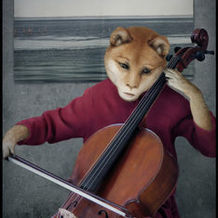 Playing Cello <br> 87x61 cm <br> Digital C-p... <br> 成 果 <br> 2004 <br>